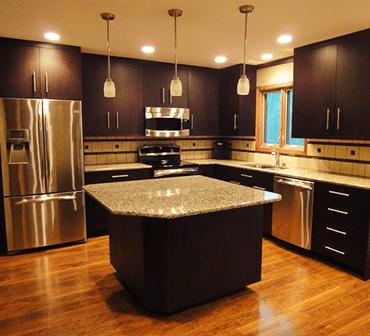 Galeria remodelar cocina miami for Gabinetes de cocina negro